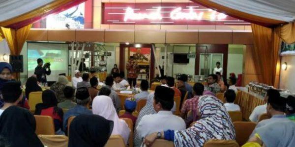 Buka Puasa di Posko Induk Rumah Cerdas Makassar
