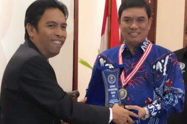 Bro Rivai Menerima Internasional Award HAM 2019